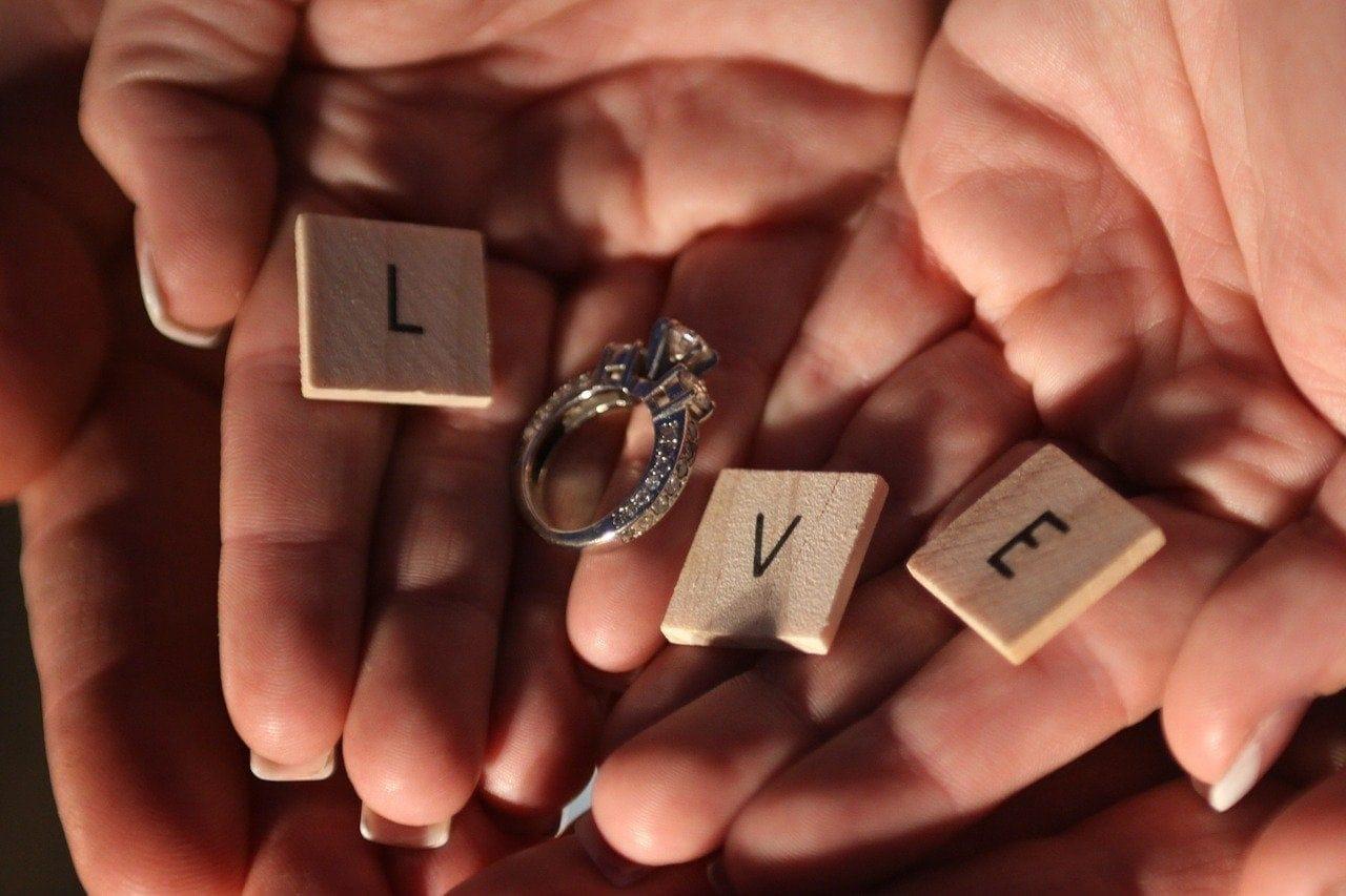 Engagement gift ideas cheap